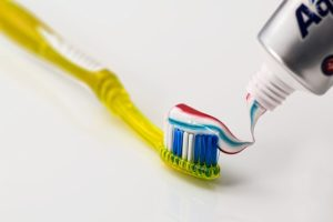 市販薬で歯周病は改善できる?市販薬の作用と効果